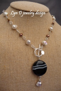 black striped agate with pearl on leather 2